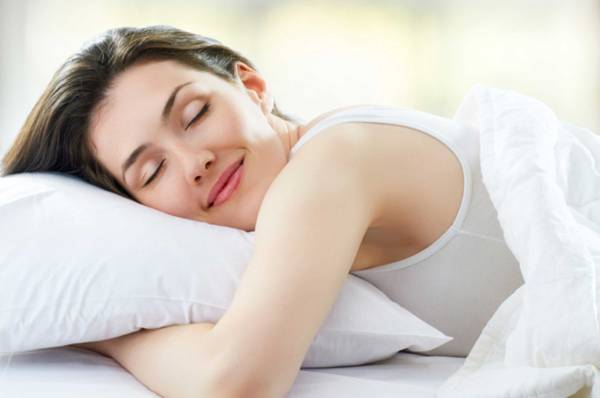 happy-woman-sleeping-pillow